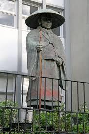 Shinran Statue